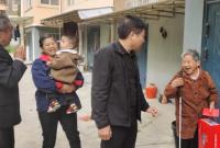 泽口街道开展慰问高龄老人的活动